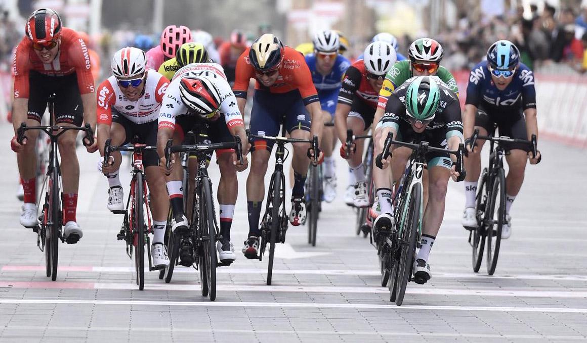 Sam Bennett se lleva la victoria en la última etapa del UAE Tour