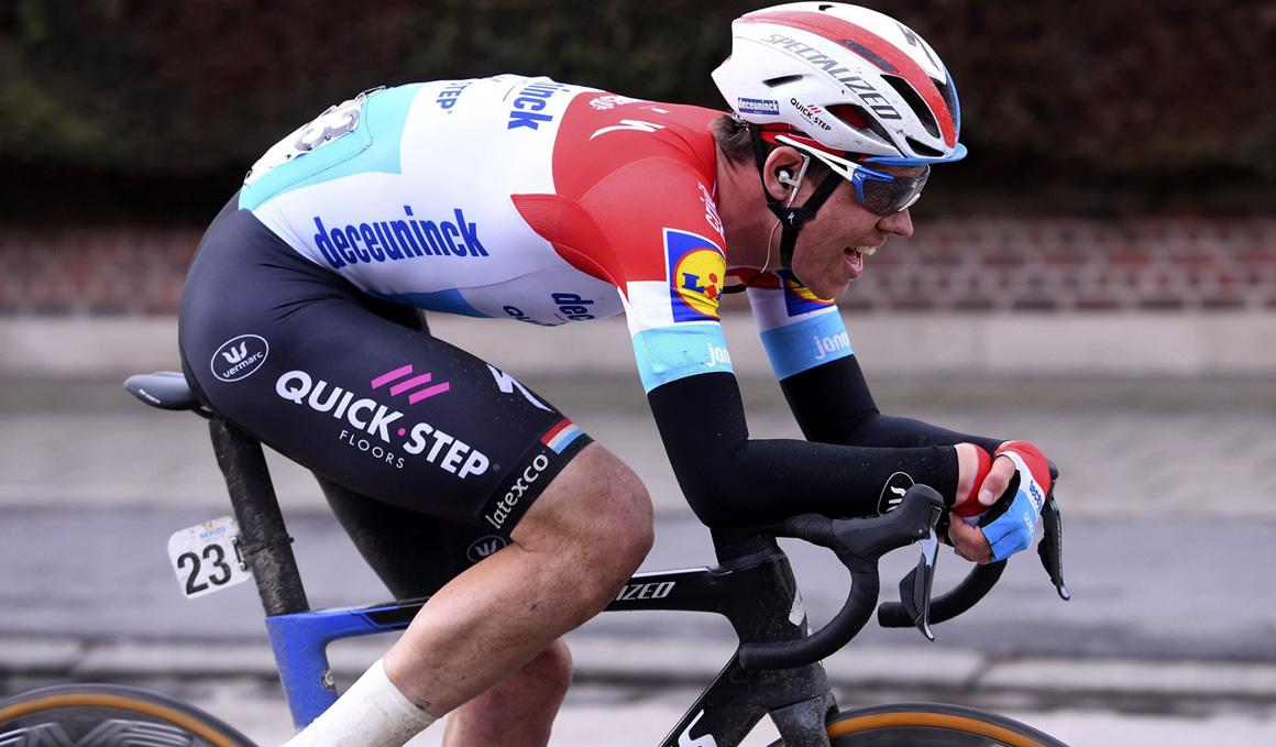 Bob Jungels vence en Kuurne y redondea el fin de semana para Deceuninck-Quickstep