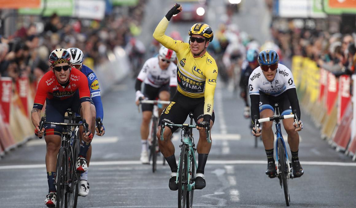 Groenewegen gana una etapa enloquecida por el viento; García Cortina 2º