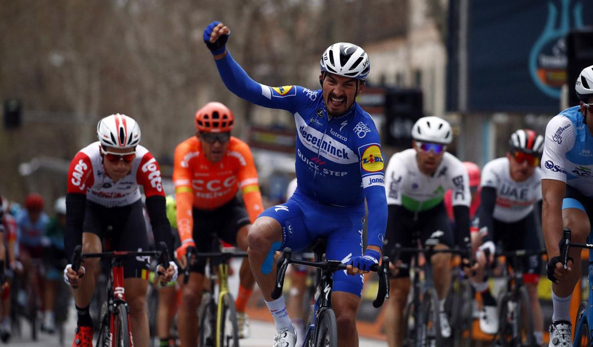 Alaphilippe sorprende a los sprinters y se anota su segunda victoria en la Tirreno-Adriático