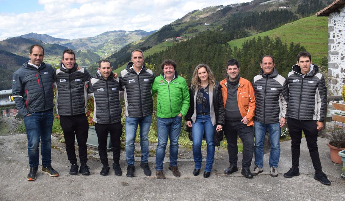 Euskadi-Murias presenta canción, ropa de calle y equipo de la Itzulia
