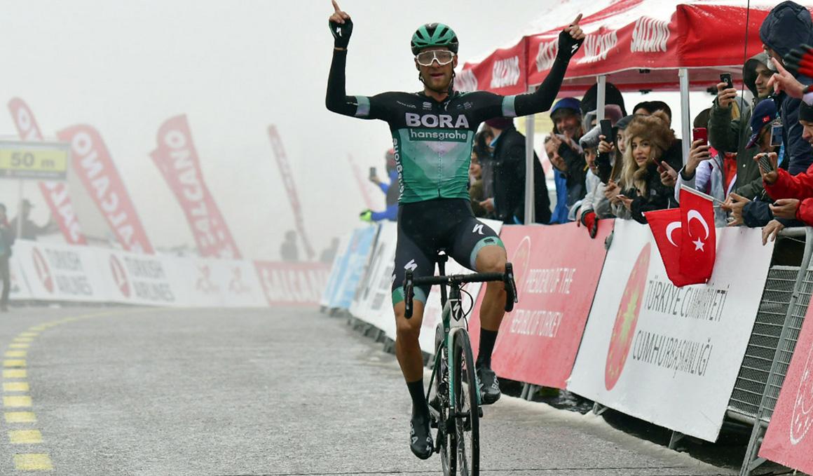 Felix Grossschartner reina en la gélida quinta etapa del Tour de Turquía