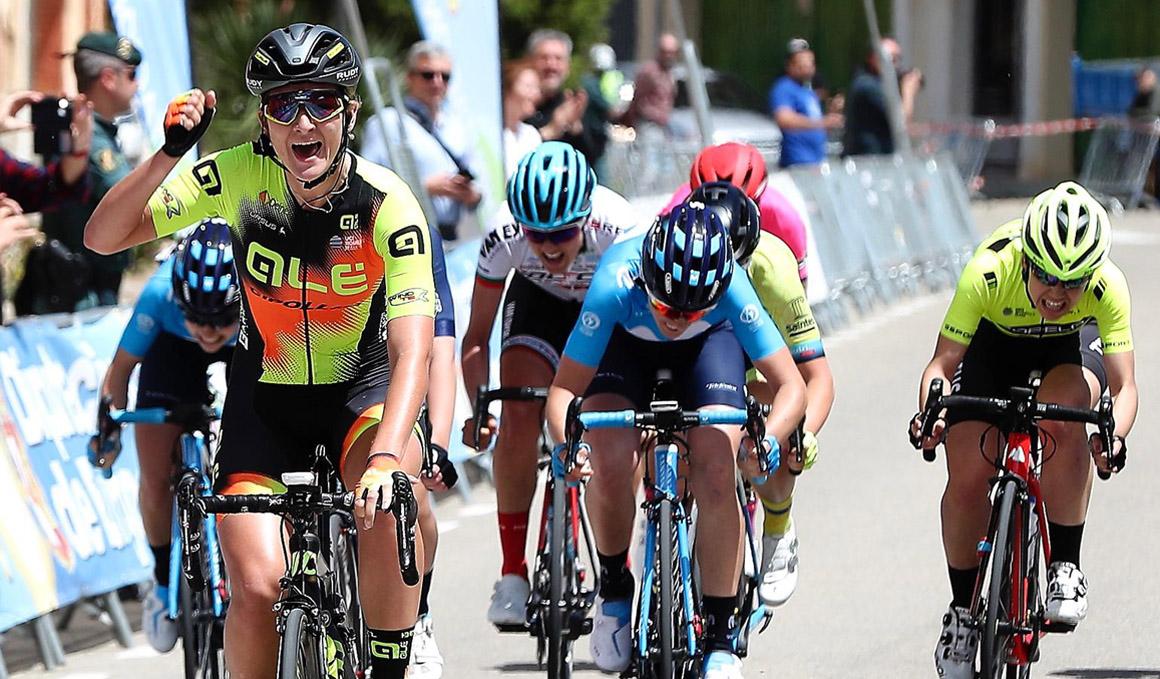 Karlijn Swinkels gana la 1ª etapa de la Vuelta a Burgos