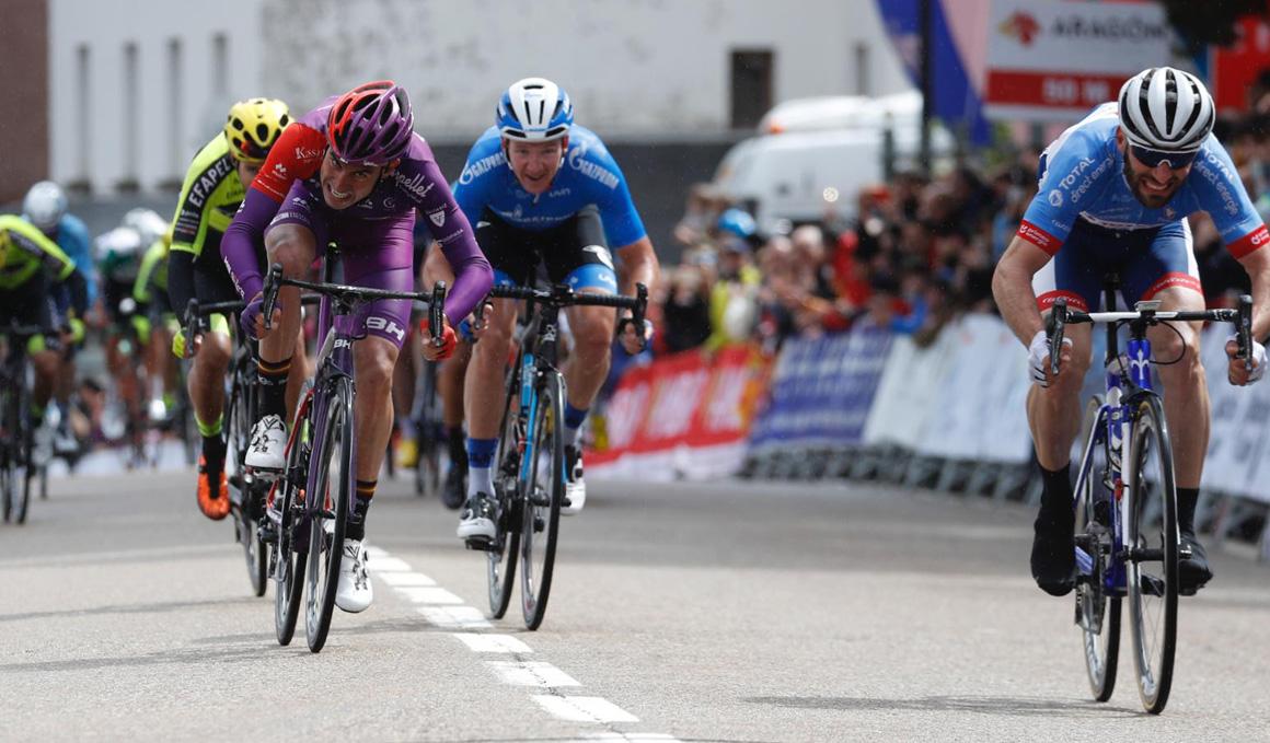 Vuelta a Aragón: victoria al sprint para Hivert y liderato para Ezquerra en Canfranc