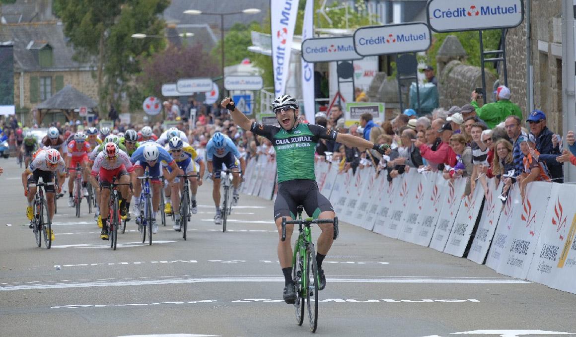 Jon Aberasturi impone su ley al sprint en La Mayenne