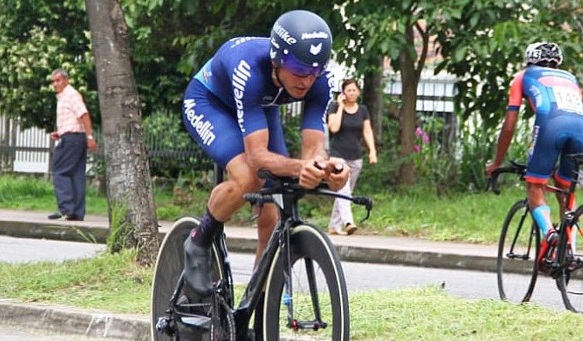 Óscar Sevilla gana el prólogo y se convierte en el primer líder de la Vuelta a Colombia