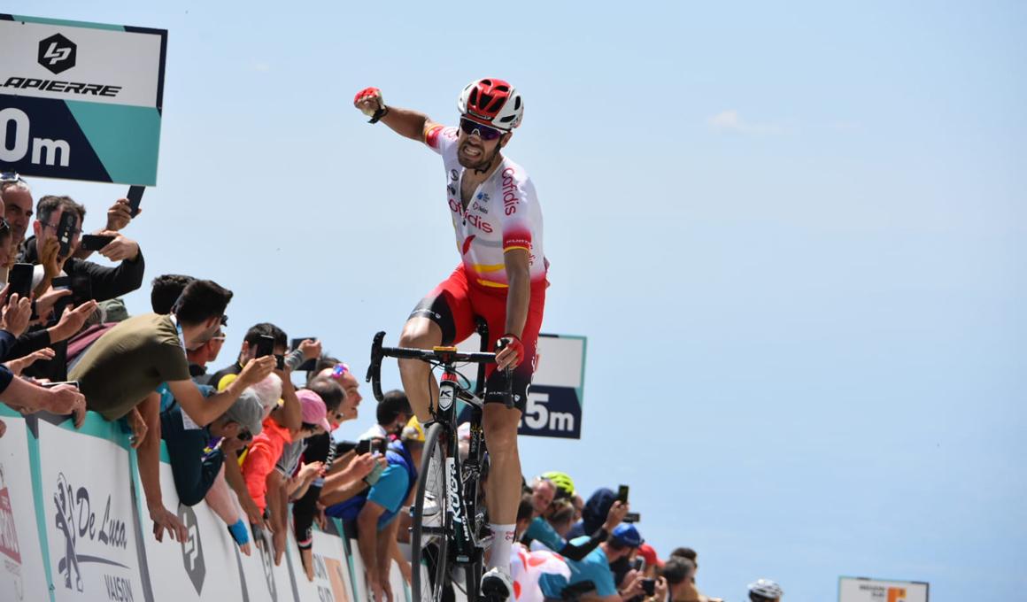 Jesús Herrada sorprende a Bardet y gana la Mont Ventoux Dénivele Challenge