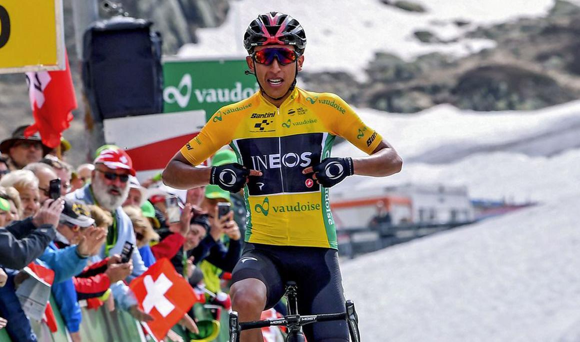 Suiza: Egan Bernal afianza su liderato tras ganar en la cima de San Gottardo