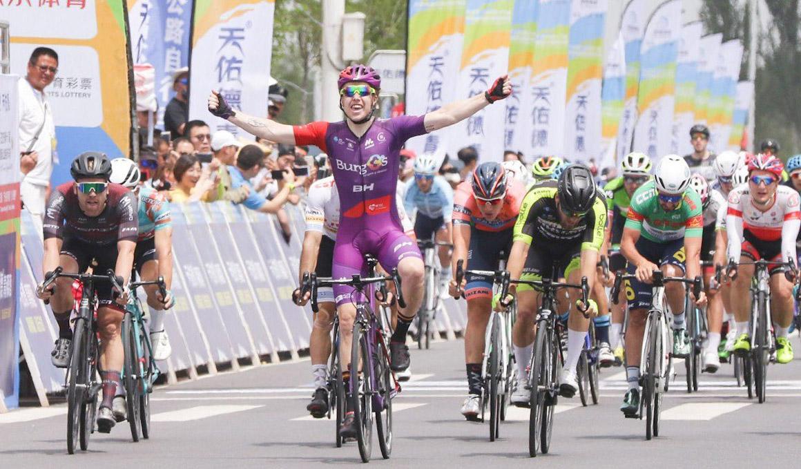 Gibson (Burgos BH) triunfa en la 13ª etapa del Tour of Qinghai Lake