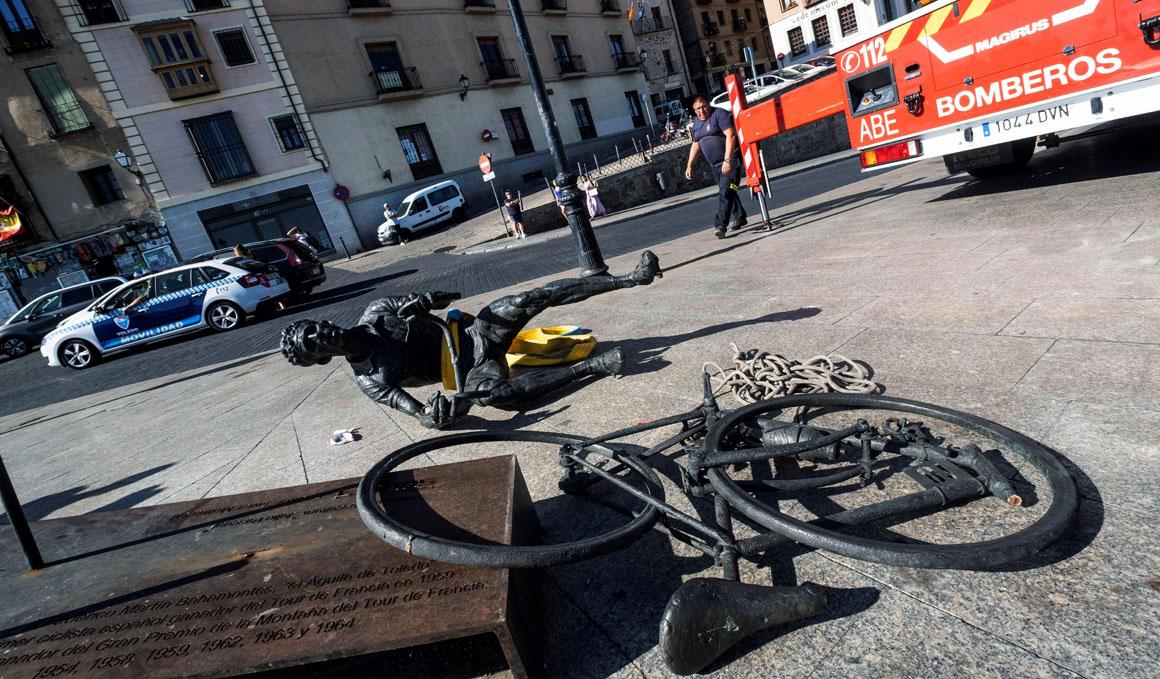 Aparece destrozada la escultura homenaje a Bahamontes en Toledo
