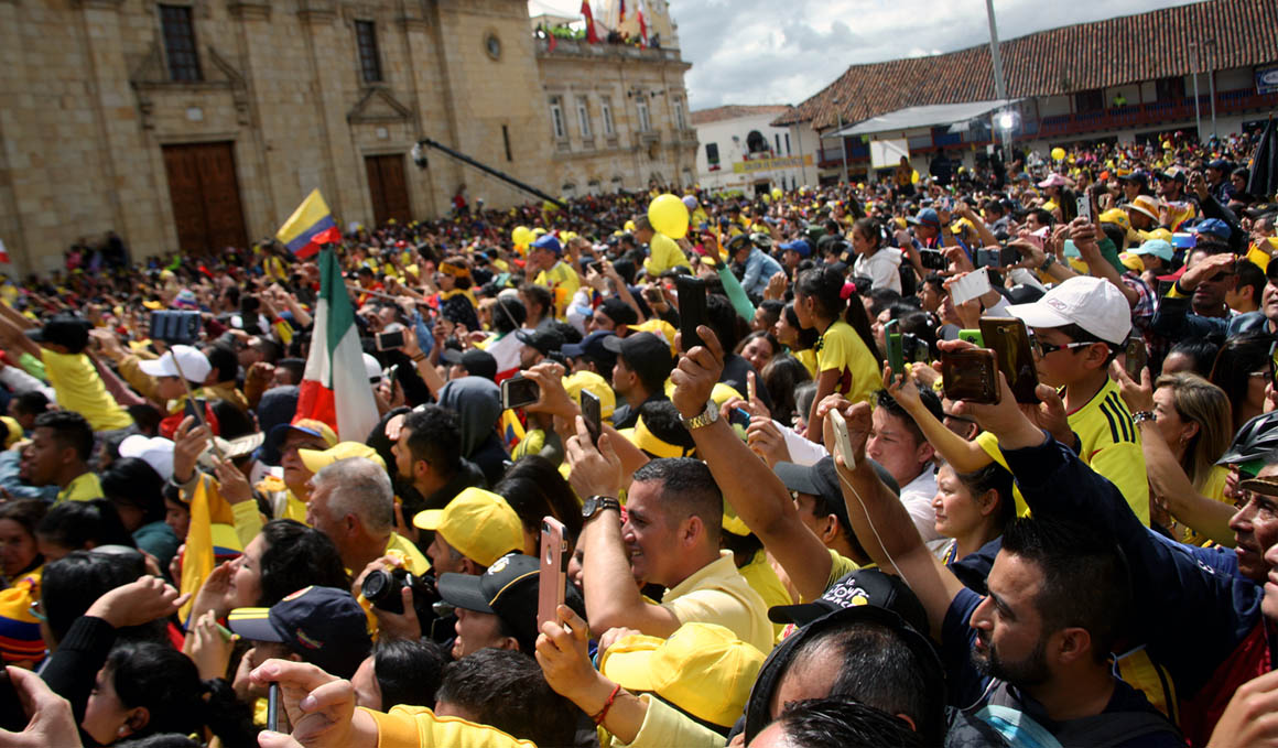 Egan Bernal recibido entre multitudes en Zipaquirá