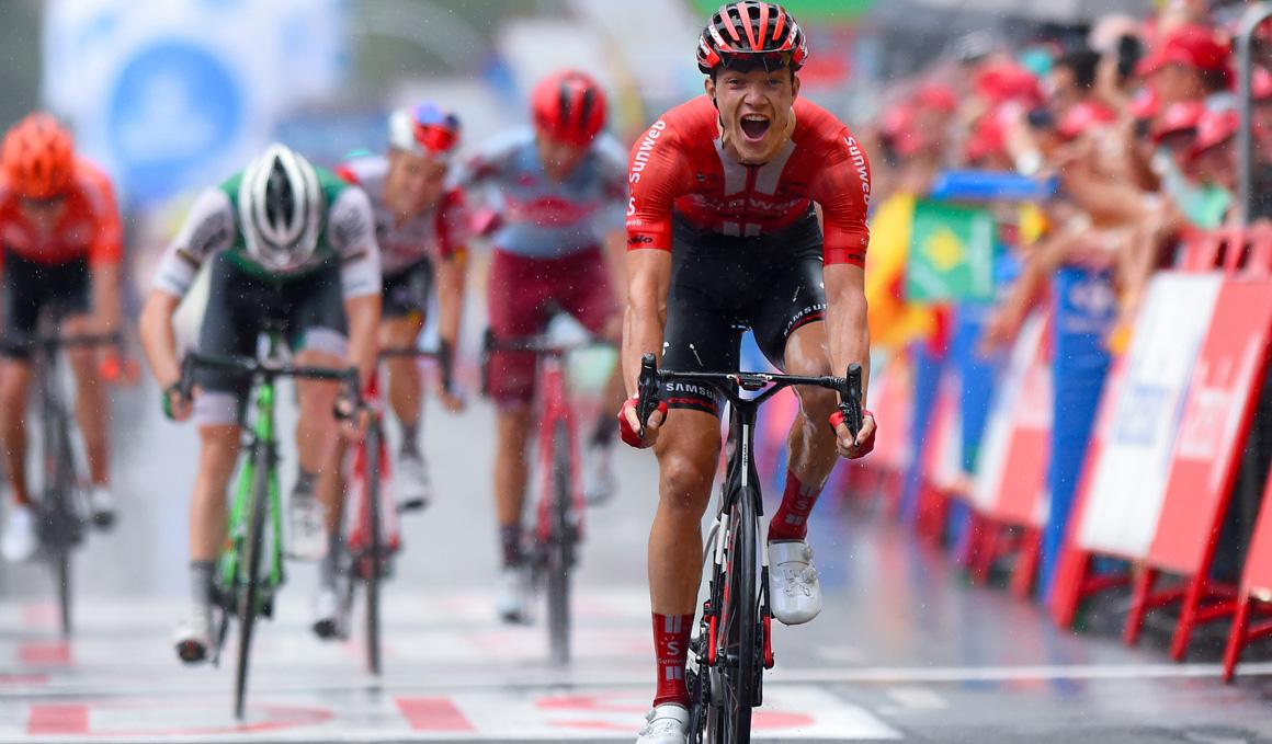 Arndt (Sunweb) se impone en el reducido sprint de Igualada y Edet (Cofidis) se viste de rojo