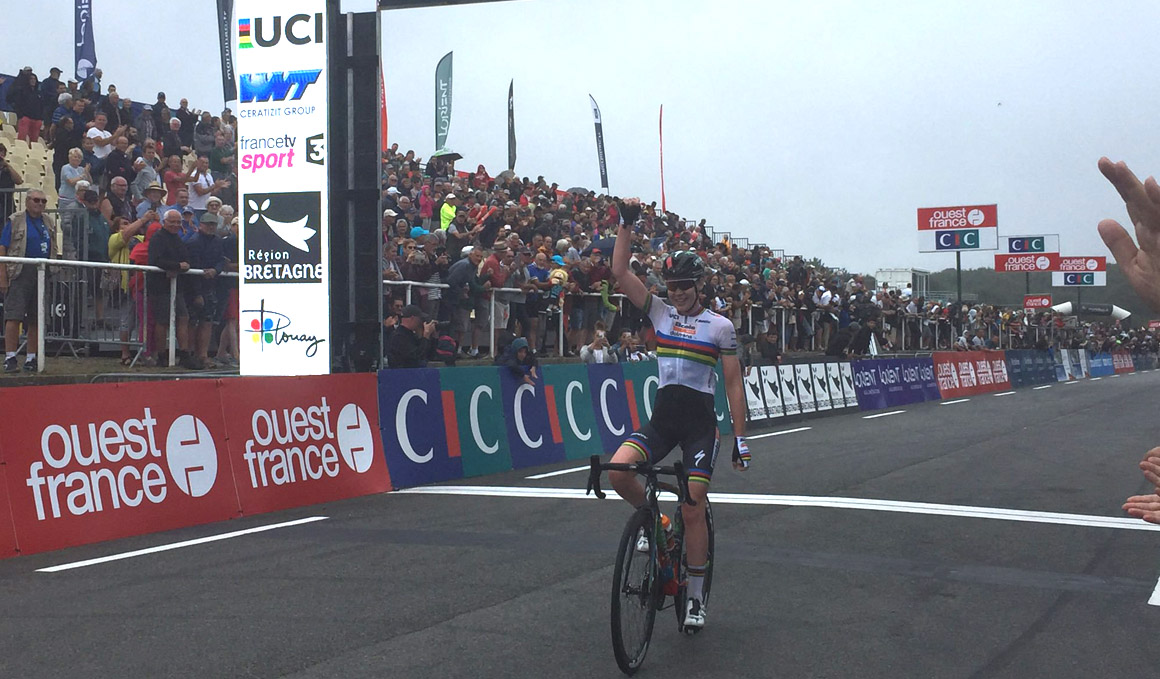 Van der Breggen arrasa en el GP Plouay