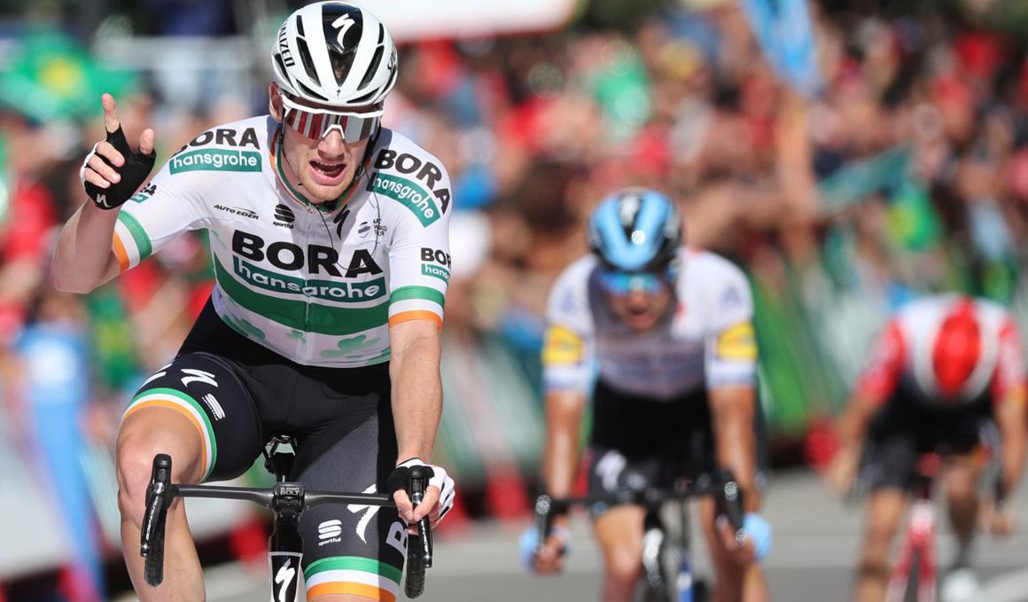 Sam Bennett (Bora Hansgrohe) se hace con su 2ª etapa en el accidentado final de Oviedo