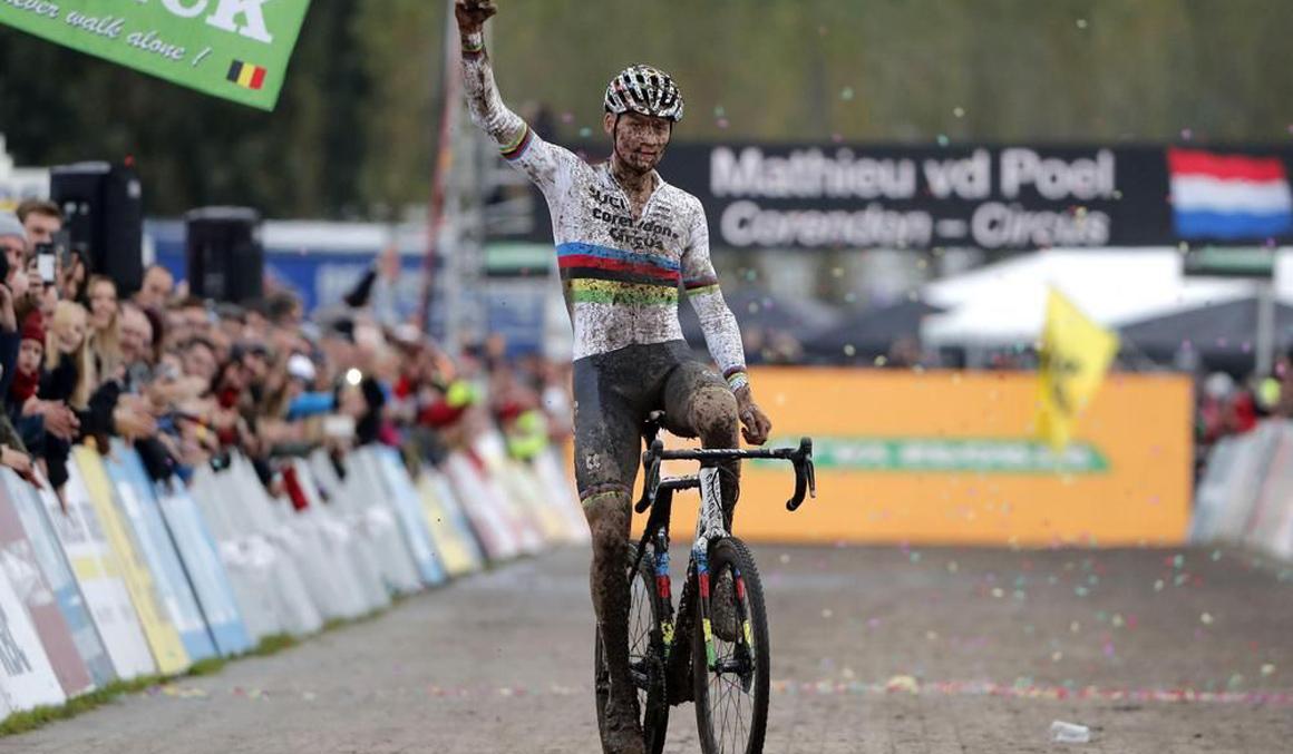 Van der Poel, intratable en el ciclocross de Ruddervoorde