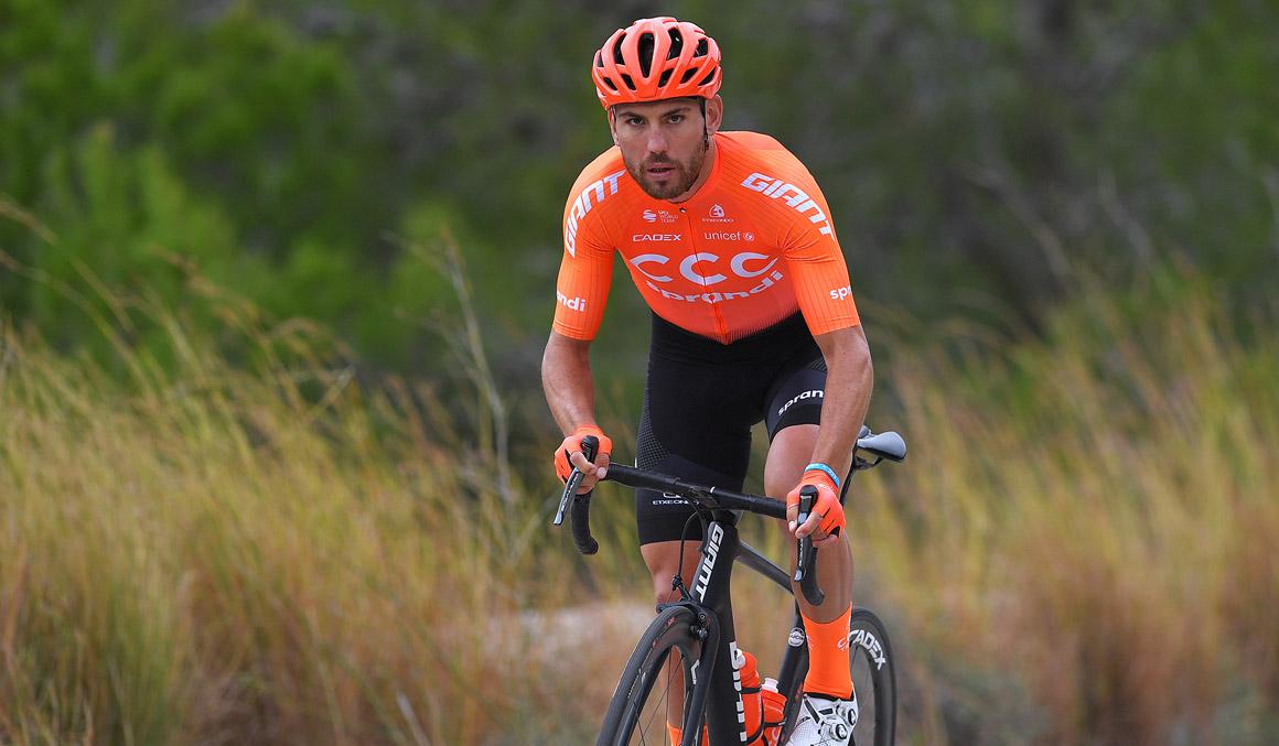 Patrick Bevin, baja en el Tour Down Under por una arritmia cardiaca