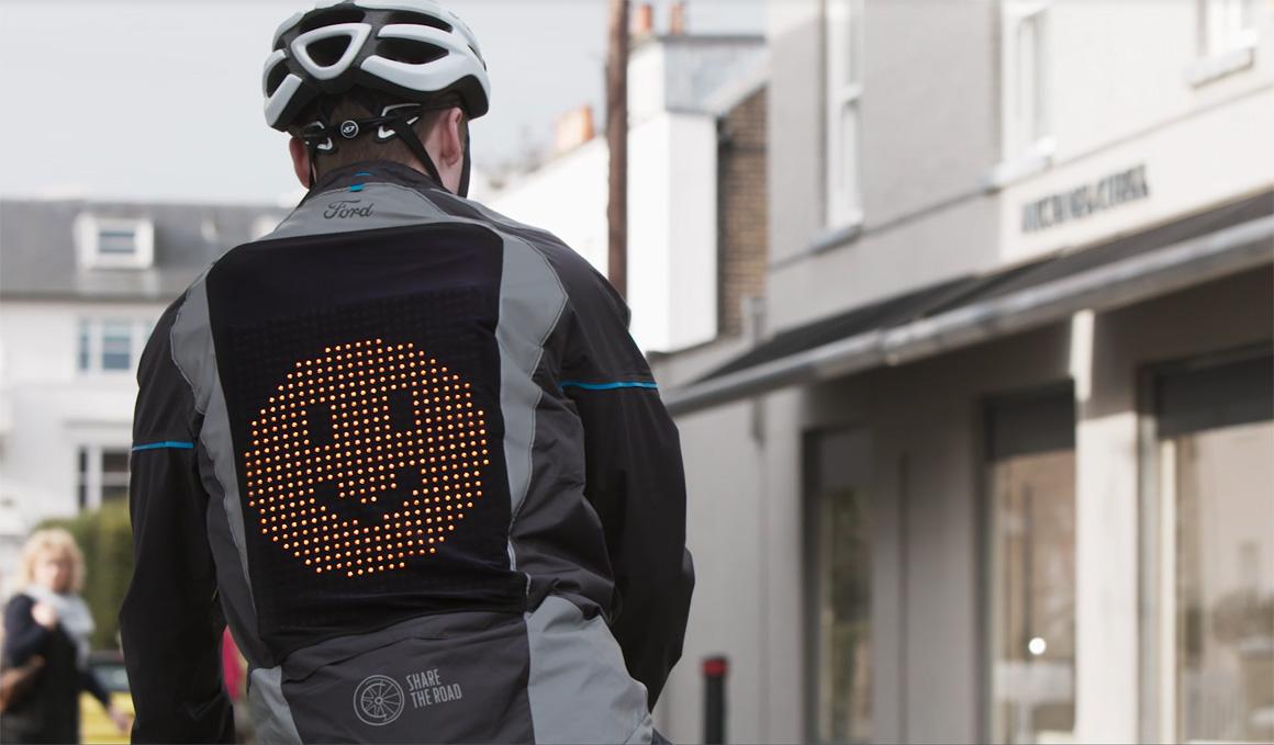 Ford Emoji, el prototipo de chaqueta que permite a los ciclistas comunicarse con los conductores