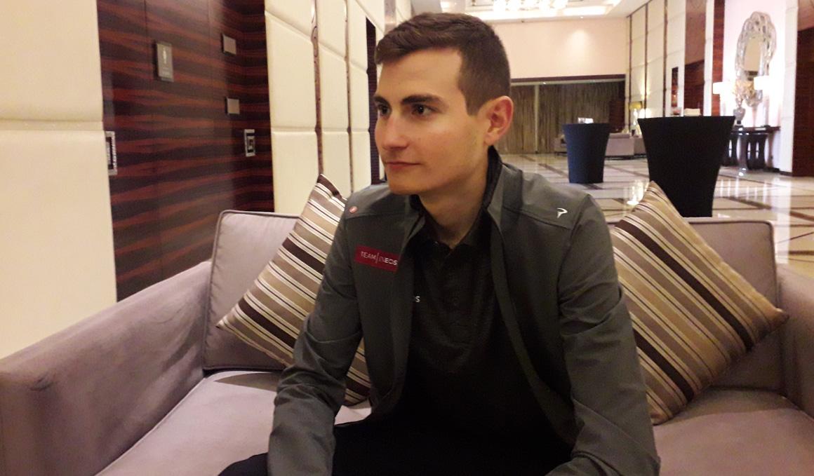 """Carlos Rodríguez (Ineos): """"Es increíble estar con ciclistas que hace poco veía en TV"""""""